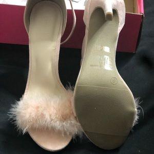 Fur heels toe out